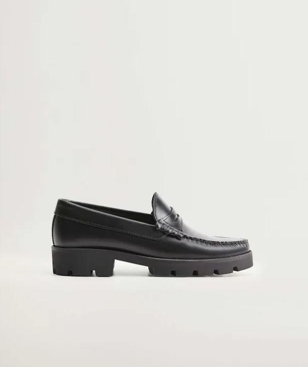 Эльза Хоск носит трендовые чёрные лоферы: где купить такие
