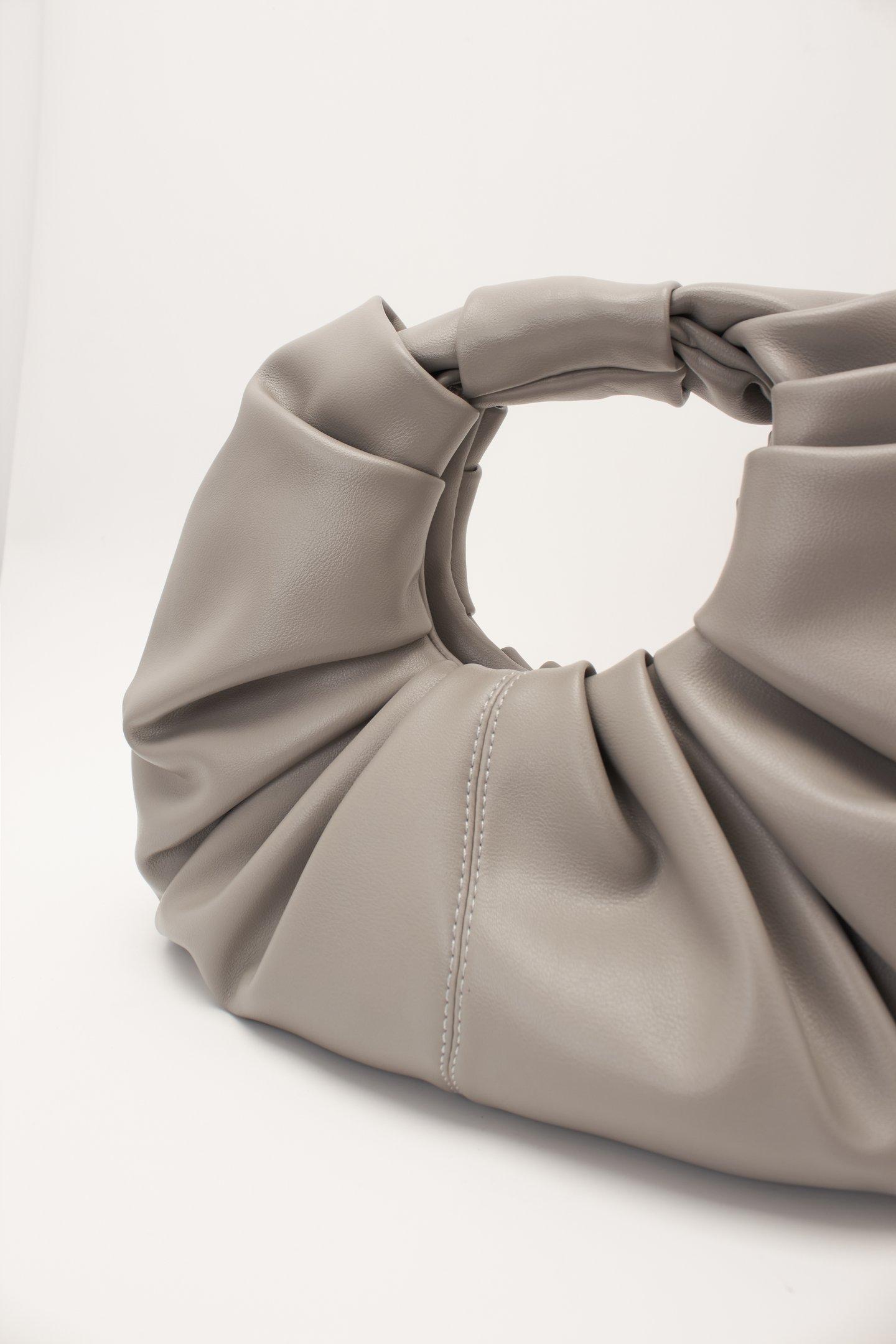 До 6000 рублей: стильные и недорогие сумки из масс-маркетов