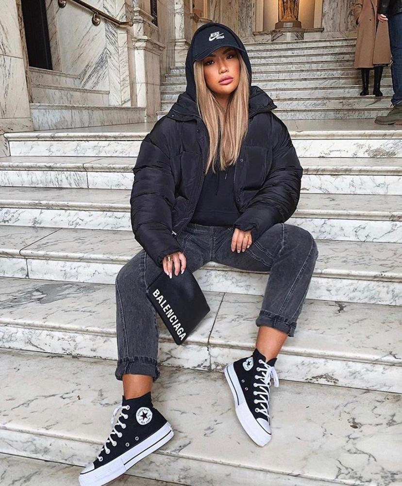 Как носить кроссовки зимой и выглядеть стильно