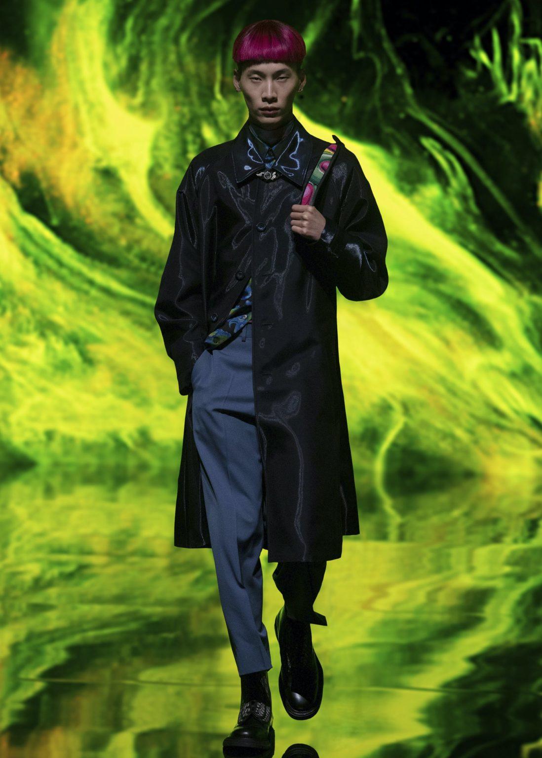 Приталенные пиджаки и яркие сумки на показе Dior Men
