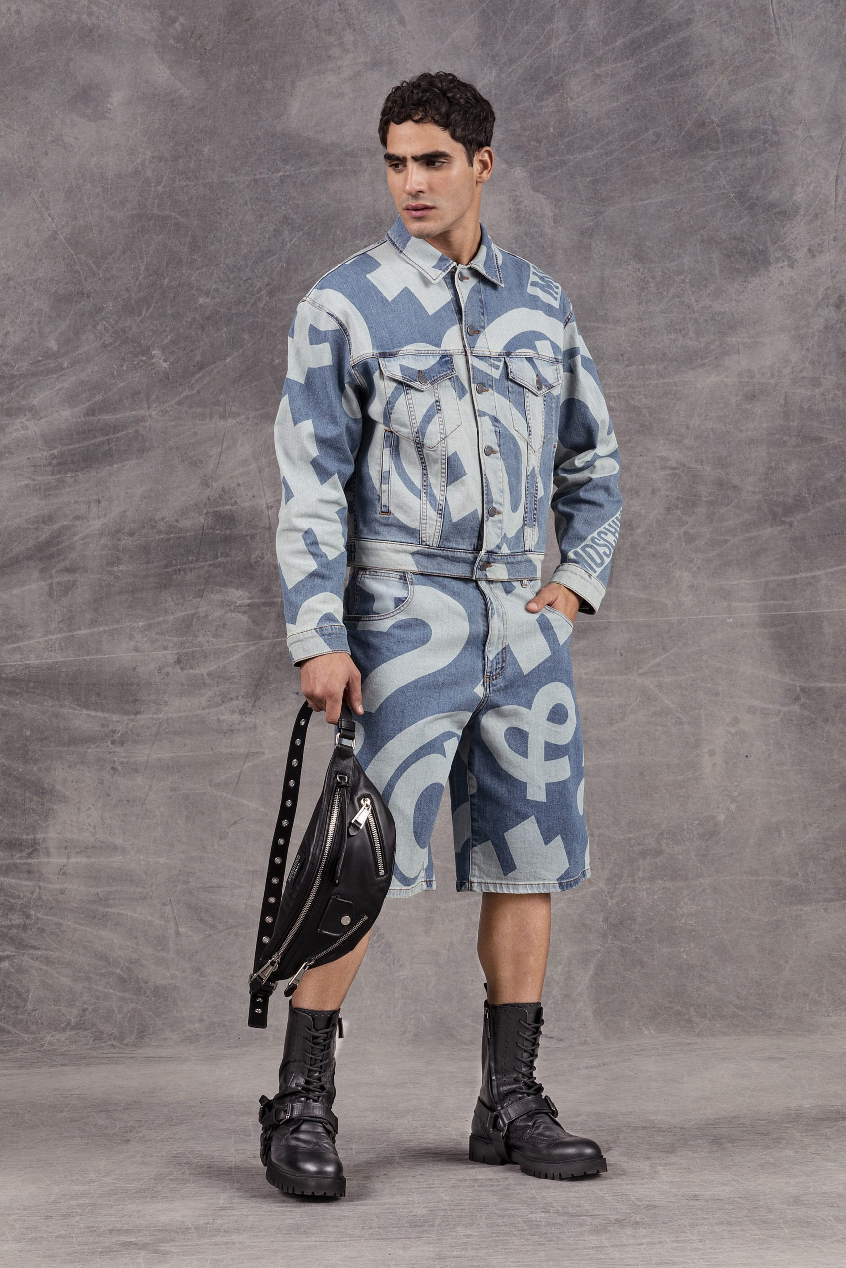 Деним, пиджаки и необычные принты: новая мужская коллекция Moschino