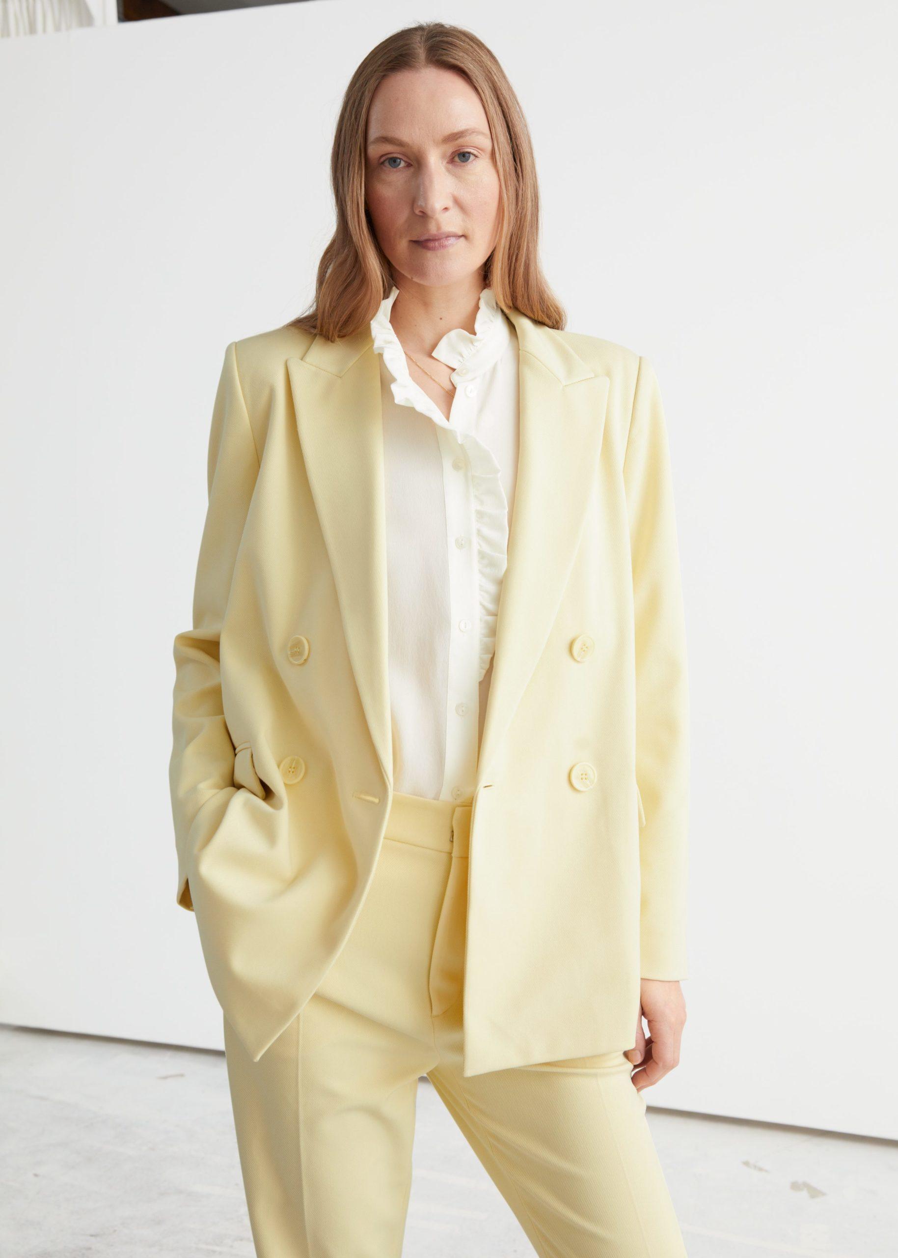Шопинг: где купить стильные вещи в главных цветах 2021 года