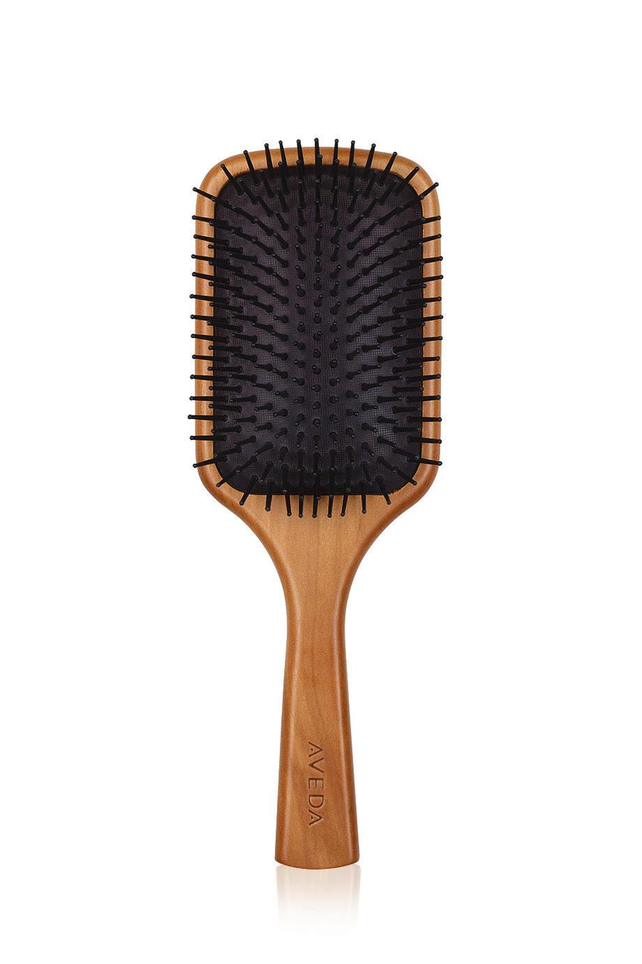 Щетка для волос Aveda Wooden Hair, мягко распутывает волосы и массирует кожу головы, 3 910 р.