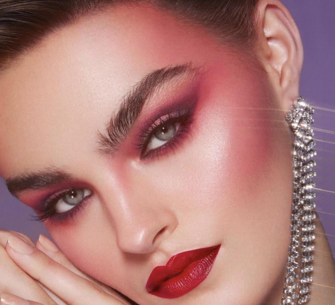 Стрелки в форме вороньего крыла, неон и дрейпинг: главные тренды в макияже 2021