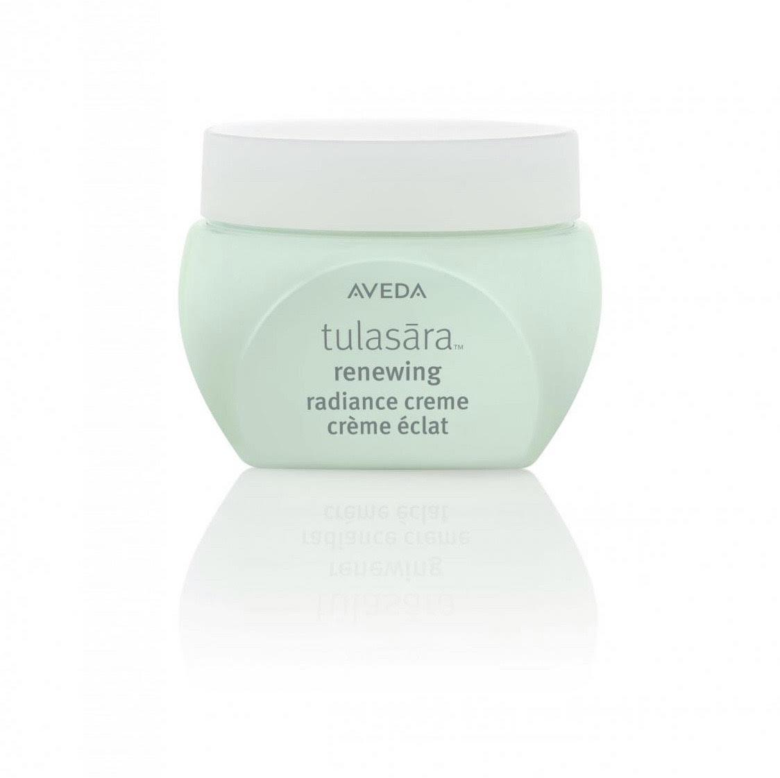 Крем для лица Aveda Tulasara Renewing Radiance Creme, 7 000 р. Питательный крем мгновенно восстанавливает кожу, возвращает ей сияние и защищает от воздействия окружающей среды и обезвоживания, благодаря витамину Е и имбирю.