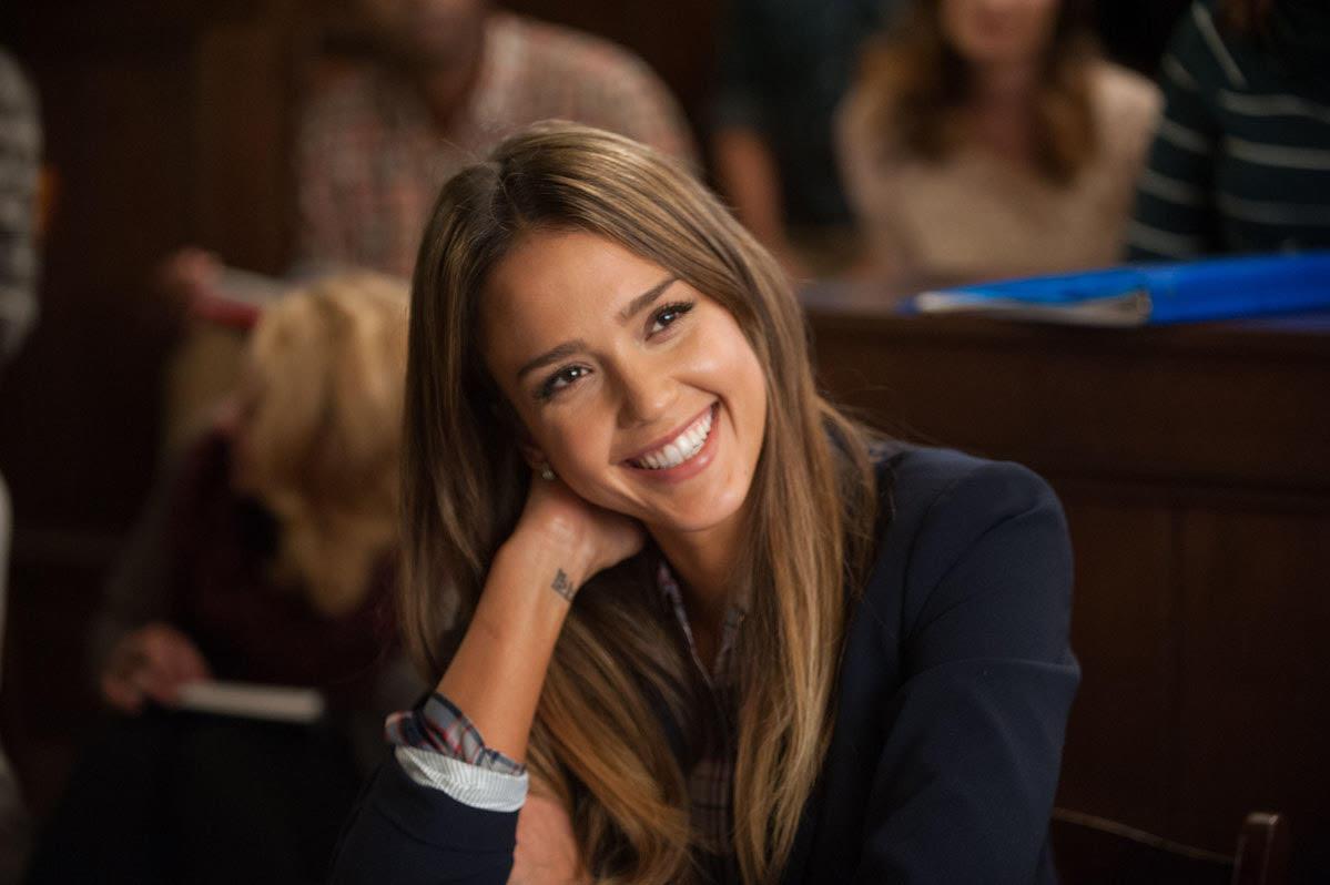 Голливудская улыбка: кому и зачем ставить виниры