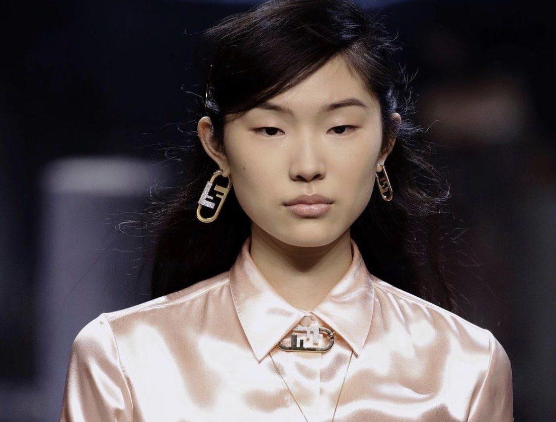 Эффект голого лица с показа Fendi снова в тренде: как повторить такой макияж