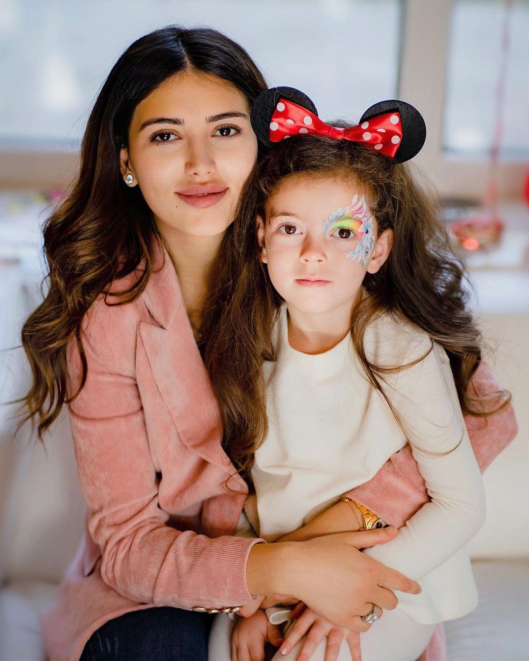 Мария с дочерью Николь. Фото: @masha_chigirinskaya