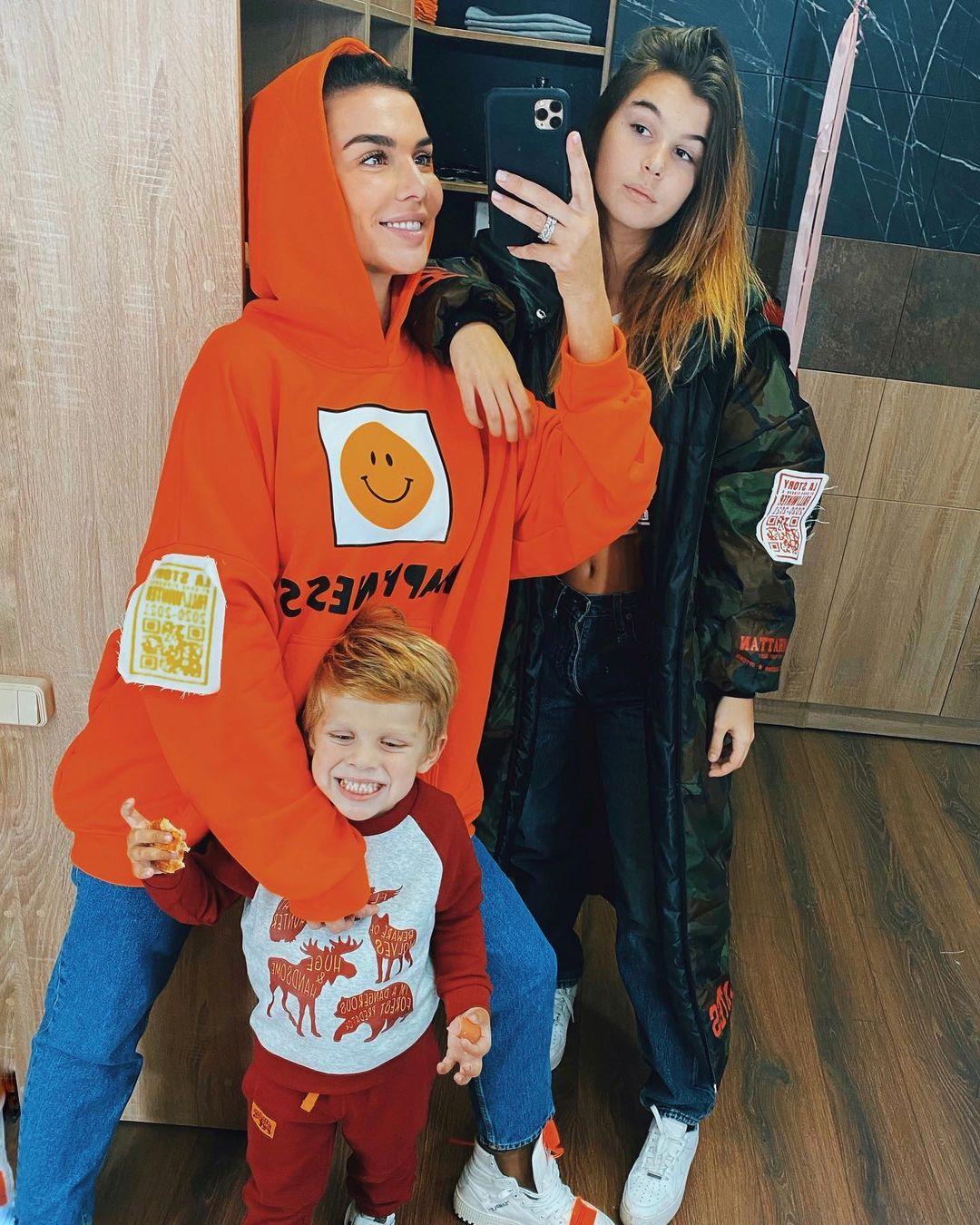 Анна с сыном Гектором и дочерью Алиной. Фото: @annasedokova