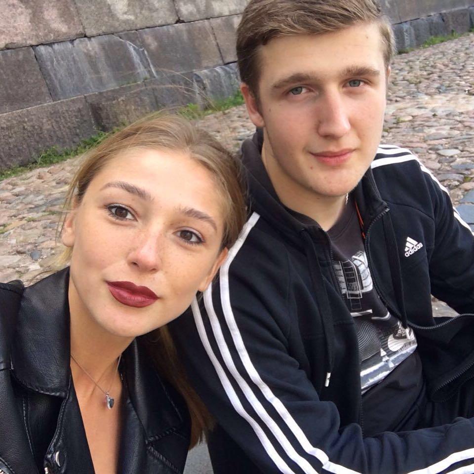 Настя Ивлеева с братом Анатолием. Фото: @_agentgirl_