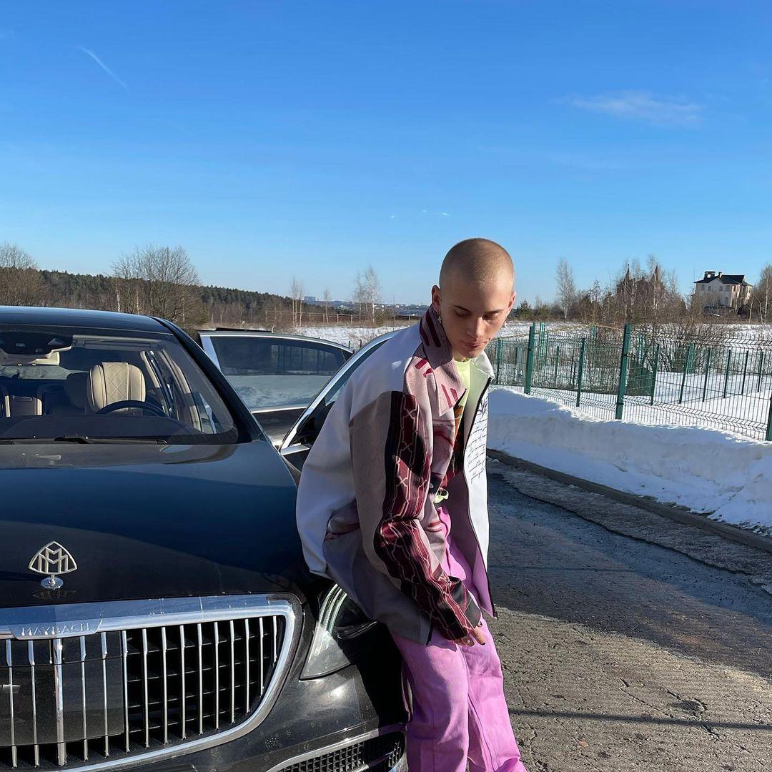 Даня Милохин (Mercedes-Maybach S-класс). Фото: @danya_milokhin