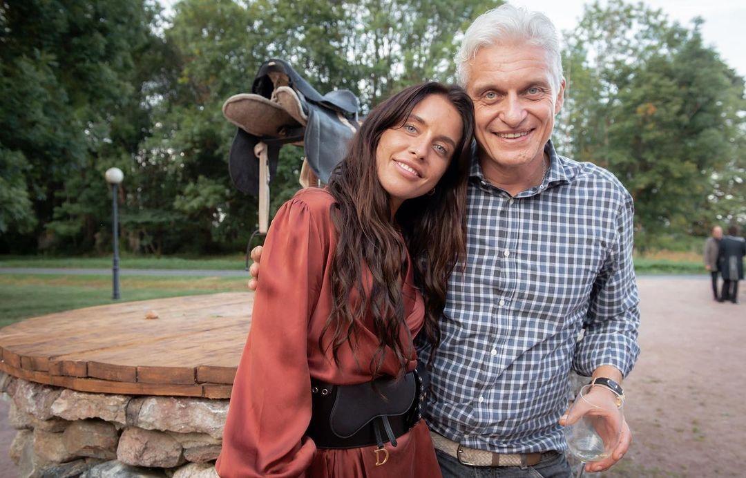 Дарья с отцом Олегом Тиньковым. Фото: @drinkingwithdasha