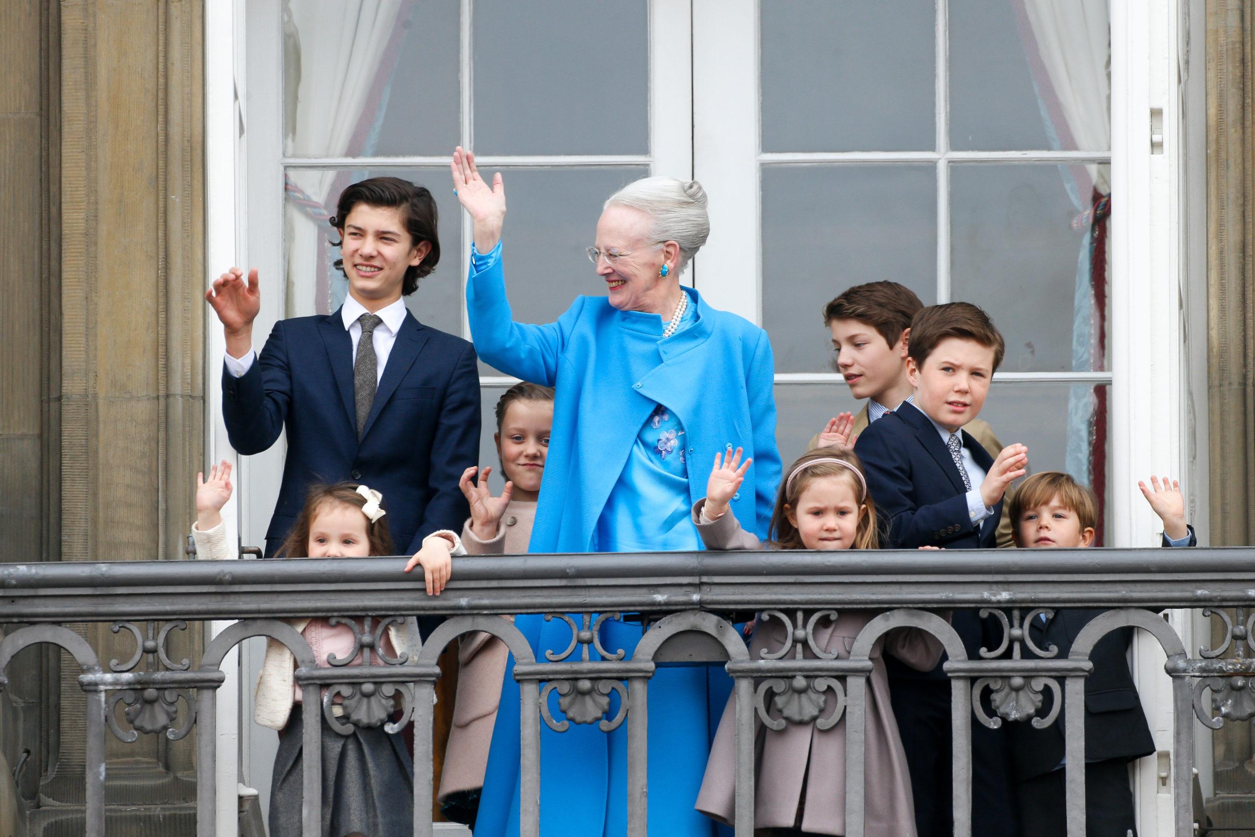 Принц Николай с братьями, сестрами и королевой Маргрете II на праздновании 76-летия ее Величества (2016)