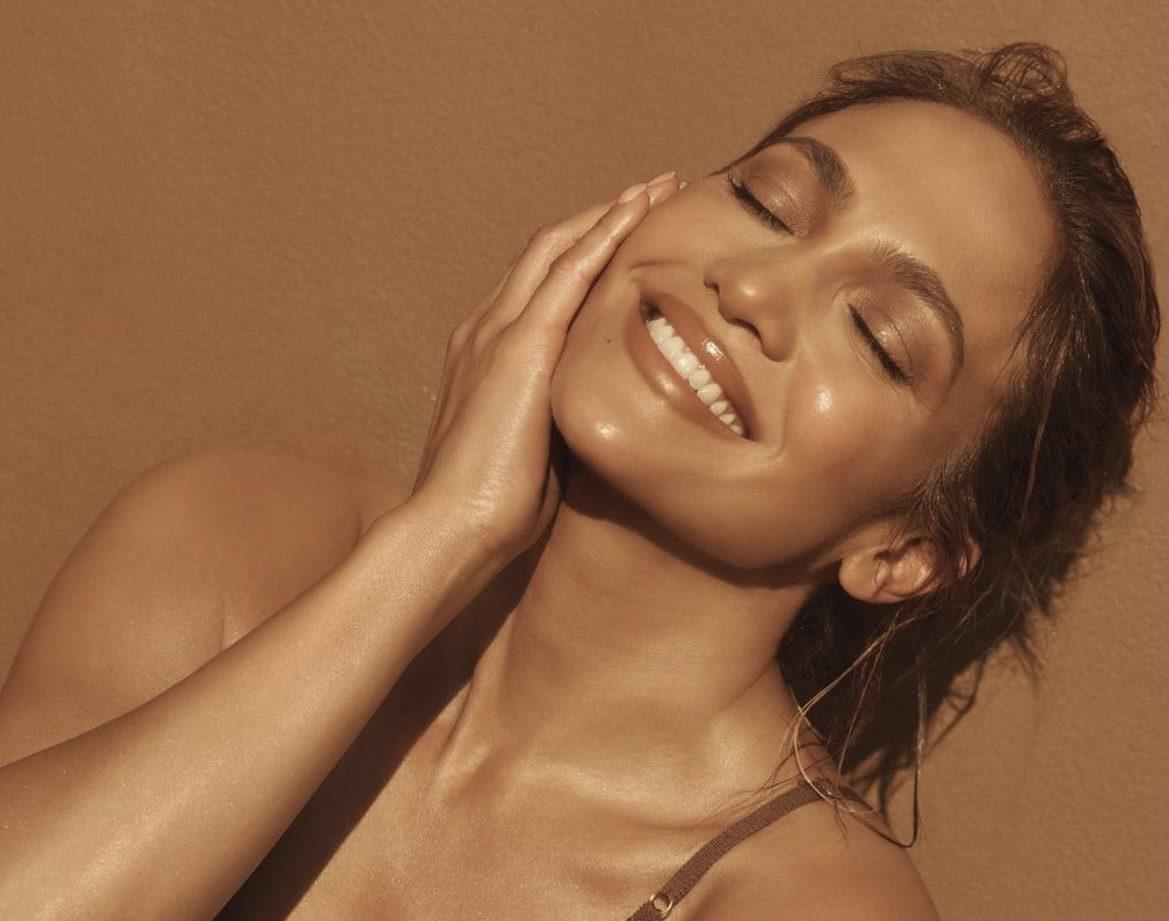 Добавь немного масла в тональный крем: топ советов для идеального макияжа от визажиста Джей Ло