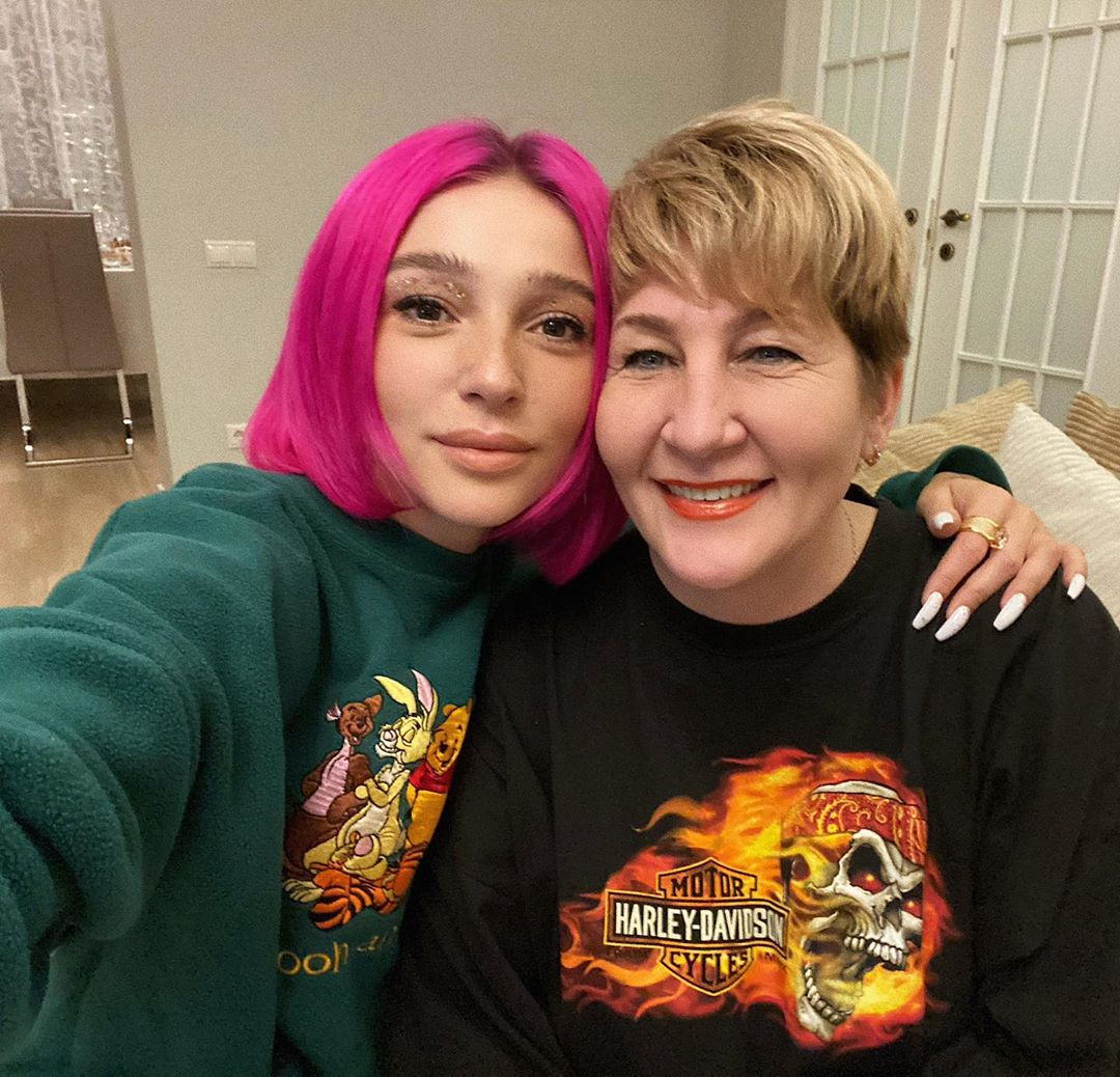 Настя Ивлеева с матерью Натальей. Фото: @_agentgirl_