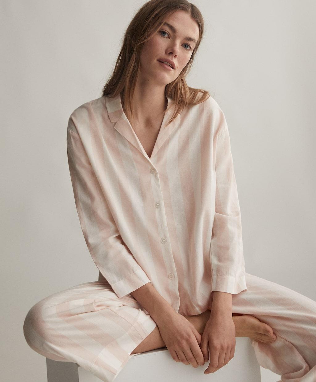 Пижамный костюм Oysho, 4 298 руб.