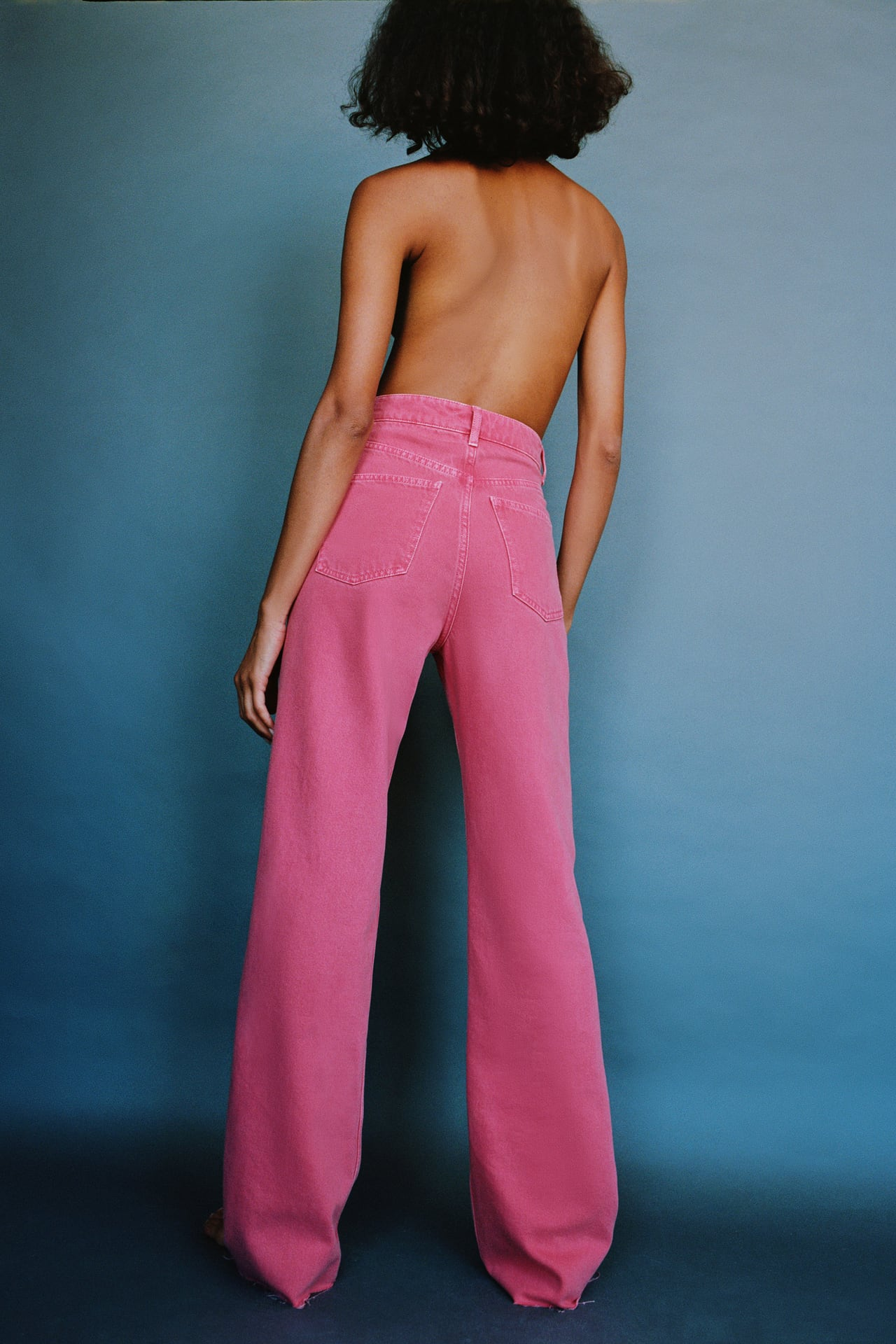 Цветные джинсы Zara, 3 299 руб.