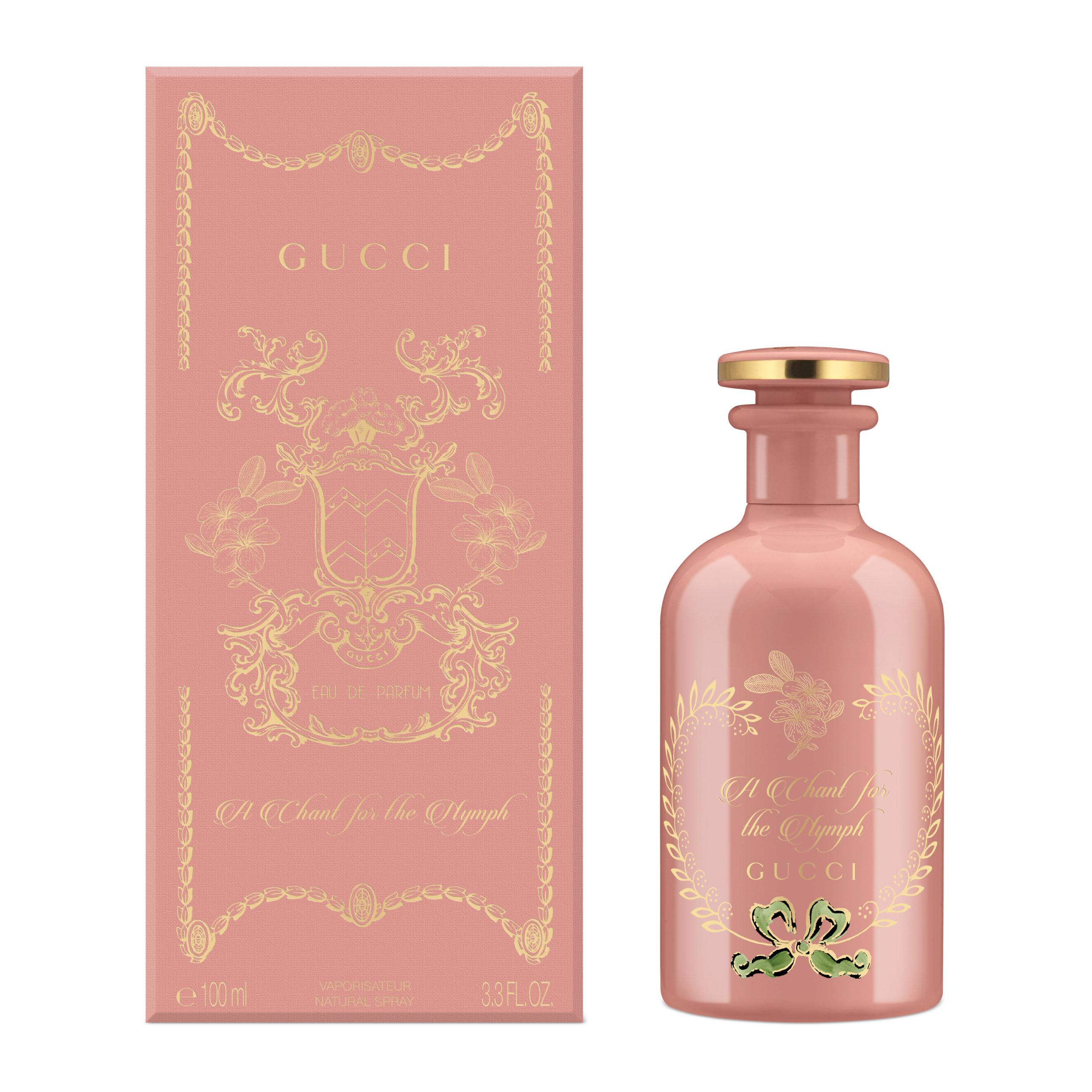 Незабываемый аромат Gucci A Chant For the Nymph с экзотическими нотами пудрово-ванильного франжипани, тиаре, иланг-иланга и ванили. В него влюбляешься с первого взгляда и привыкаешь, как любимому десерту.