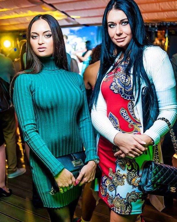 Нита слева. Фото: @moskovskay_tusovka2007
