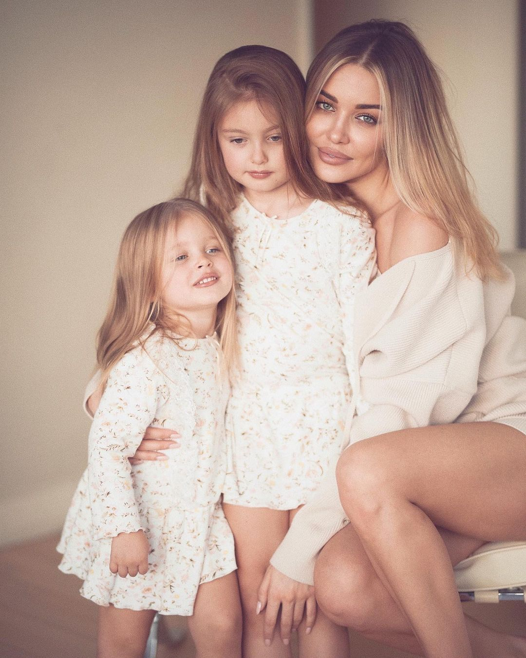 Дарья с дочками. Фото: @dariakonovalova
