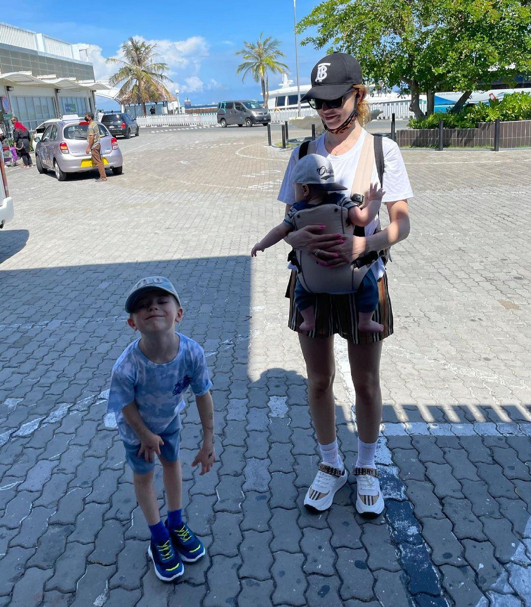 Наталья Подольская с детьми на Мальдивах. Фото: @nataliapodolskaya