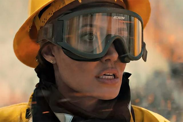 Анджелина Джоли в триллере «Те, кто желает мне смерти»