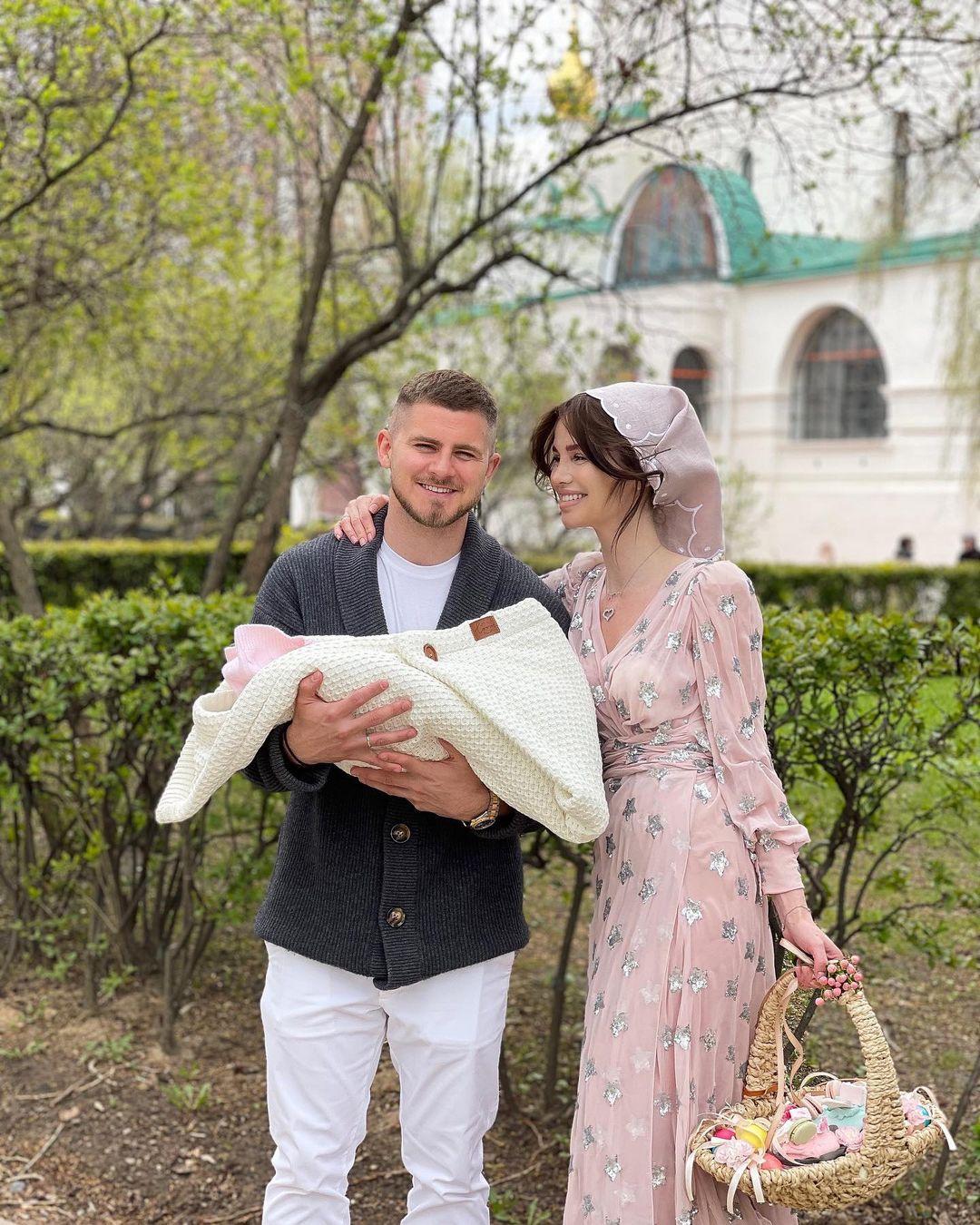 Алекса с мужем и дочерью. (Фото: Instagram)