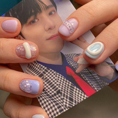 «Как будто что-то прилипло»: сумасшедший корейский тренд в маникюре набирает миллионы лайков