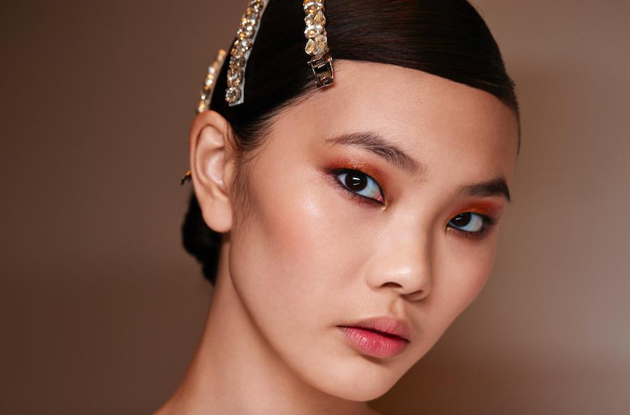Золотой макияж глаз — ведущий осенний тренд: повторяем за мировыми визажистами
