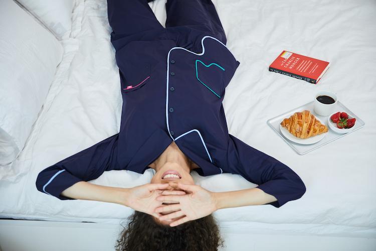 Появилась пижама с гиалуроновой кислотой, которая заменит 3500 масок для лица